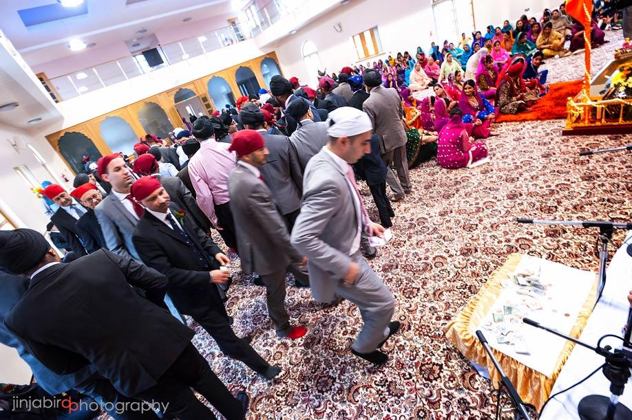 guru_nanak_gurdwara_temple_in_bedfordshire_wedding_ceremony