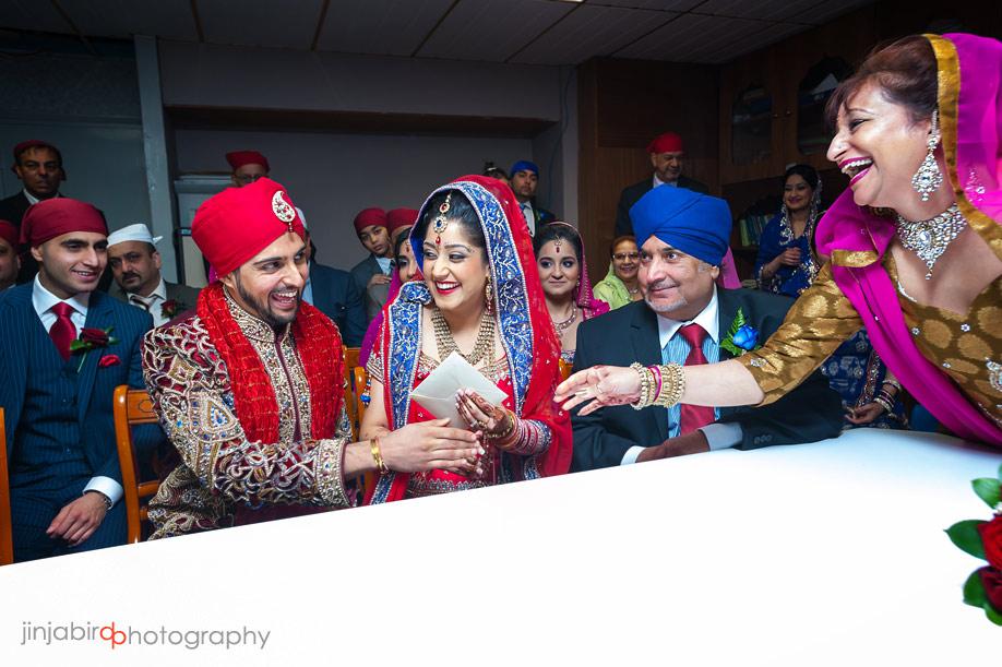 wedding_ceremony_in_guru_nanak_gurdwara_temple_bedford