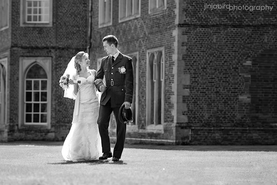 wedding_photos_bride_and_groom_at_hinchingbrooke_house