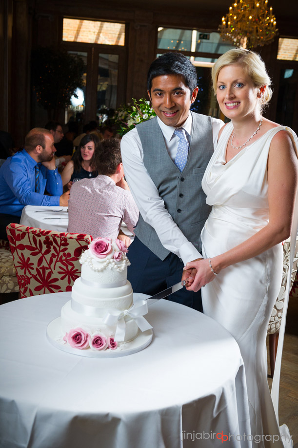 cut_wedding_cake_fawsley_hall