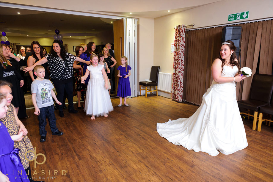 denham_golf_club_bedford_bouquet_toss