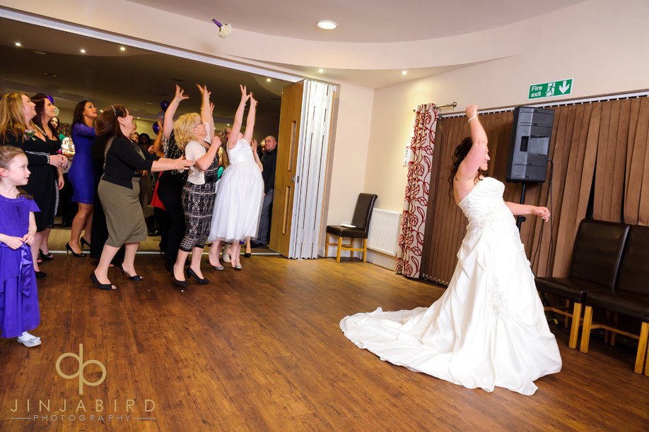 denham_golf_club_bedford_tossing_bouquet