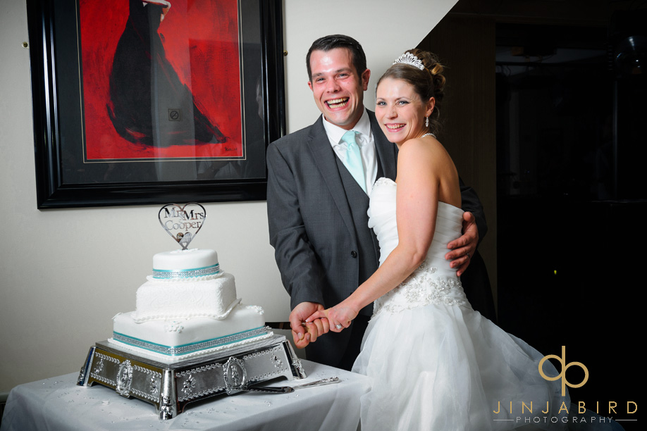 langdon_hills_cutting_cake