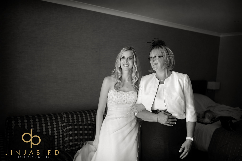 bride_with_mum_bull_hotel_gerrards_cross