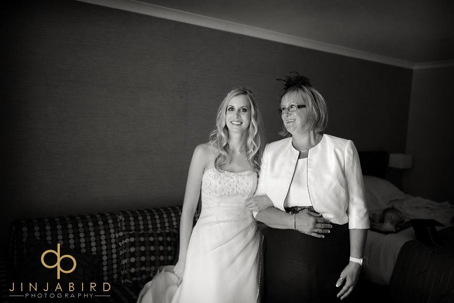bride_with_mum_bull_hotel_gerrards_cross