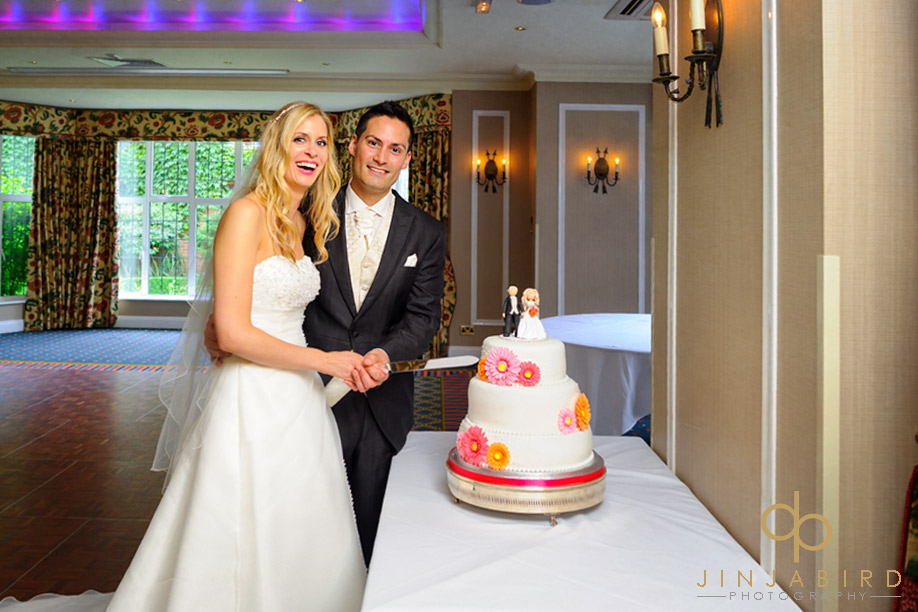 bull_hotel_gerrards_cross_wedding_cake