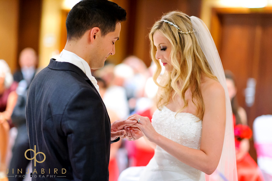 exchanging_rings_bull_hotel_gerrards_cross