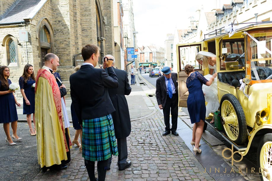 bride_arriving_st_marys_cambridge