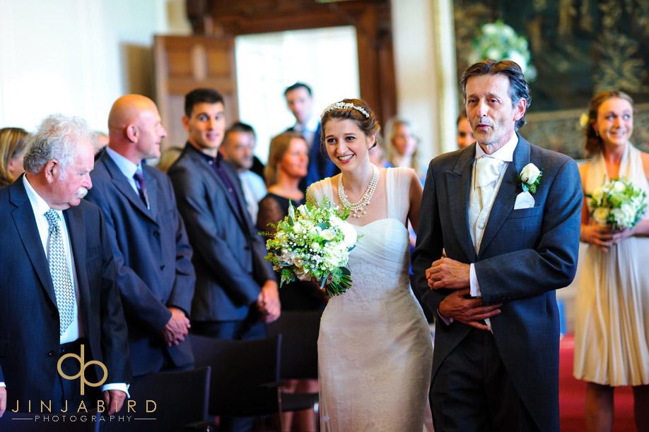 bride_procesional_madingley_hal