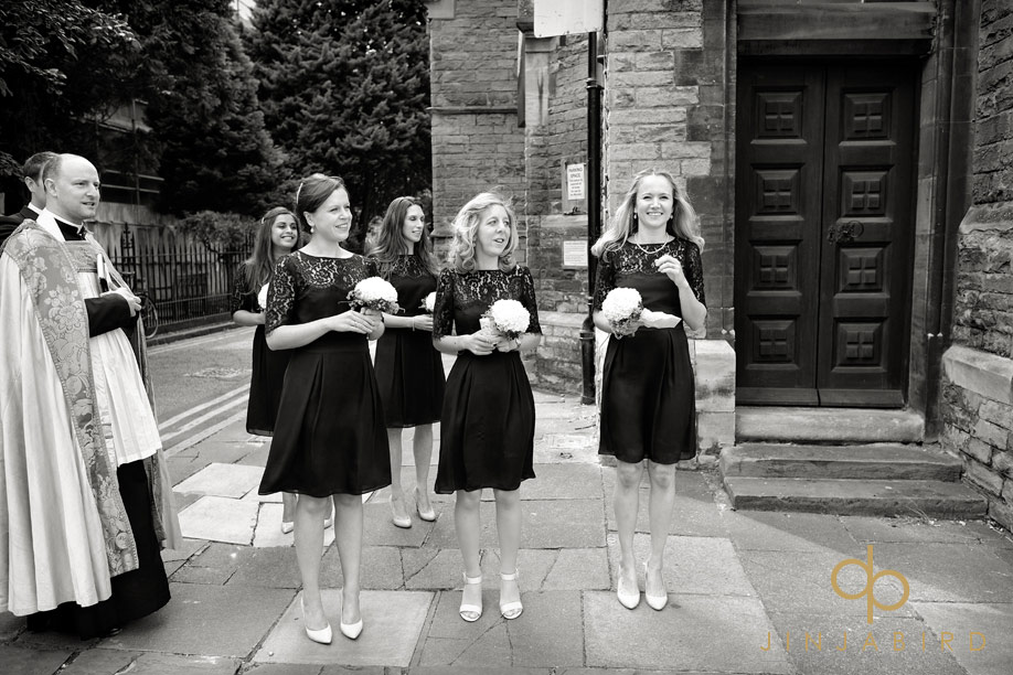 bridesmaids_waiting_cambridge