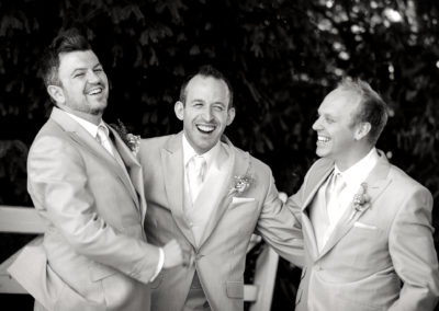 groom-laughing-with-ushers