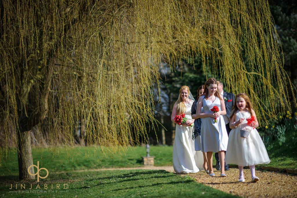bride-arriving-minstrel-court