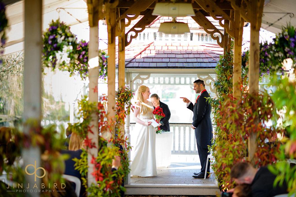 groom-jokes-with-bride-minstrel-court