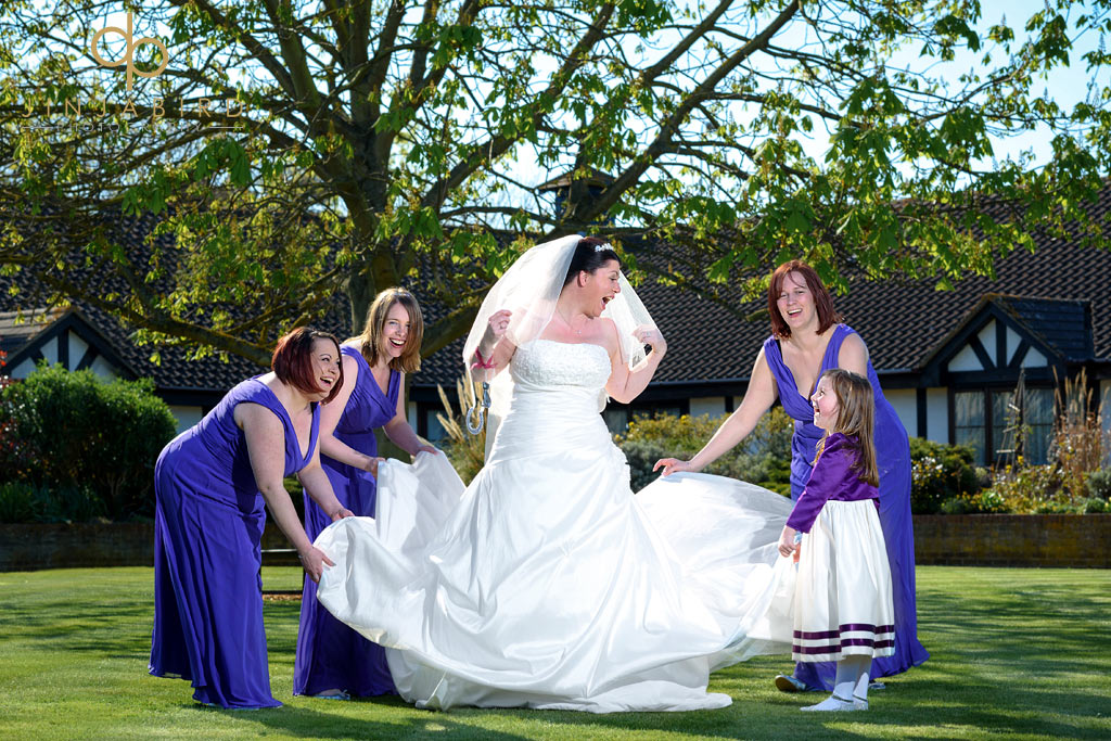 bride-and-bridesmaids-wyboston-lakes