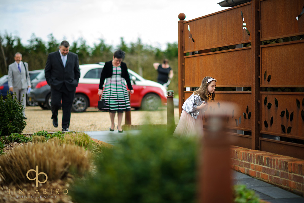 wedding-guests-arriving-southend-barns