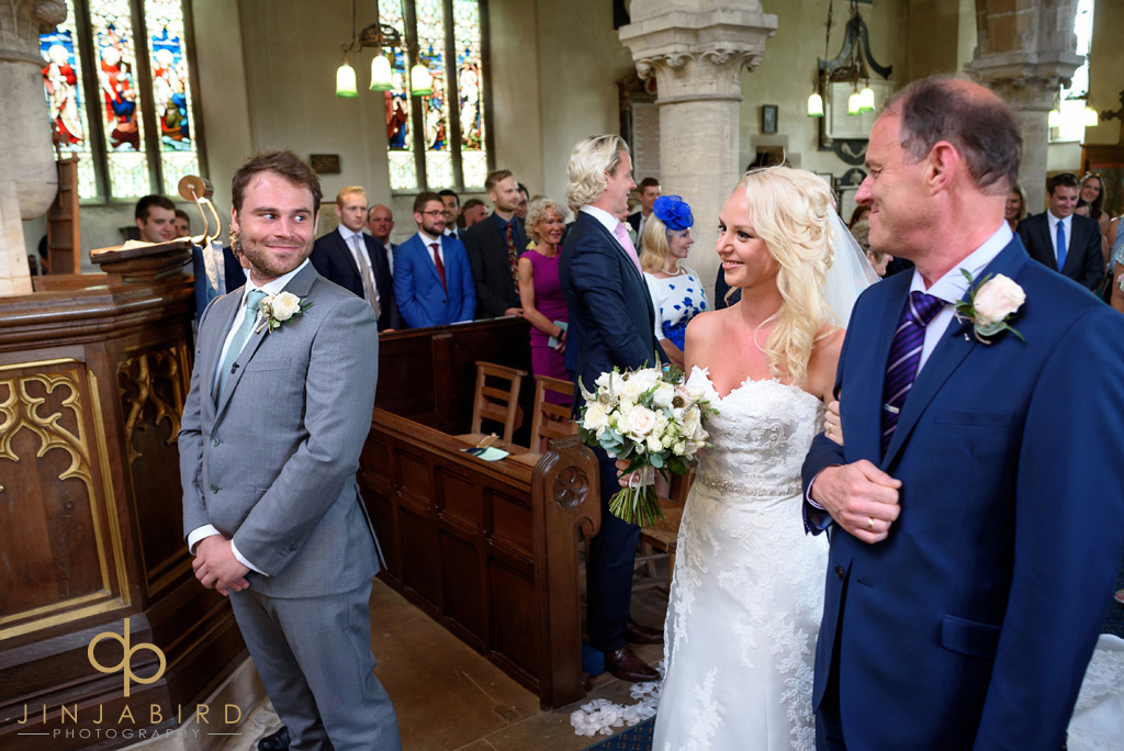 bride-processing-at-stoke-rochford-church