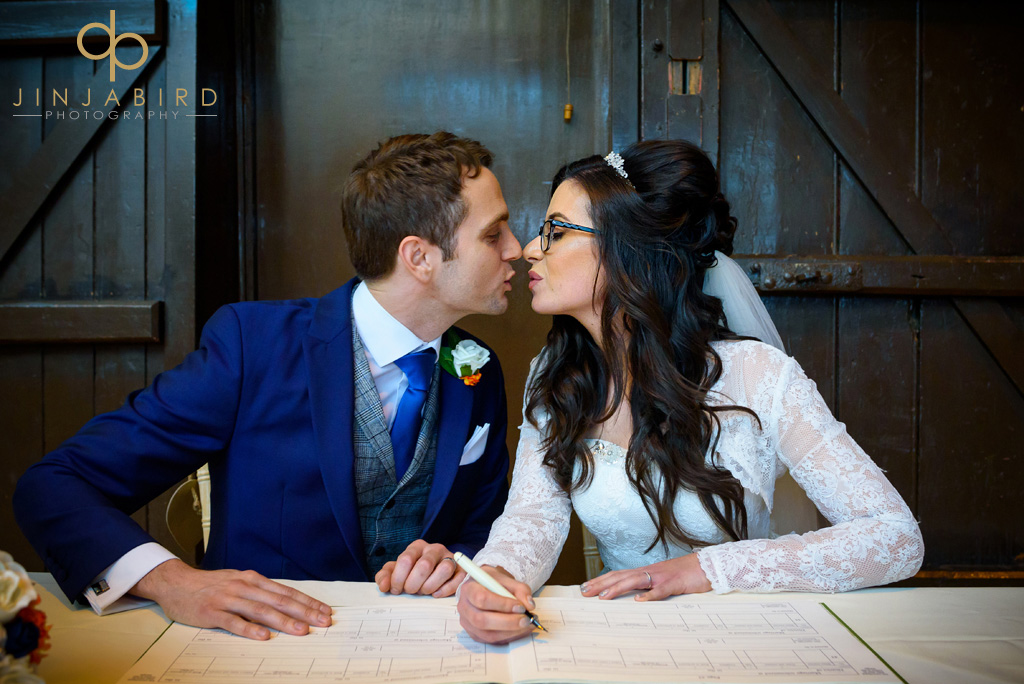 bride-and-groom-first-kiss-hunsburry-hill-centre