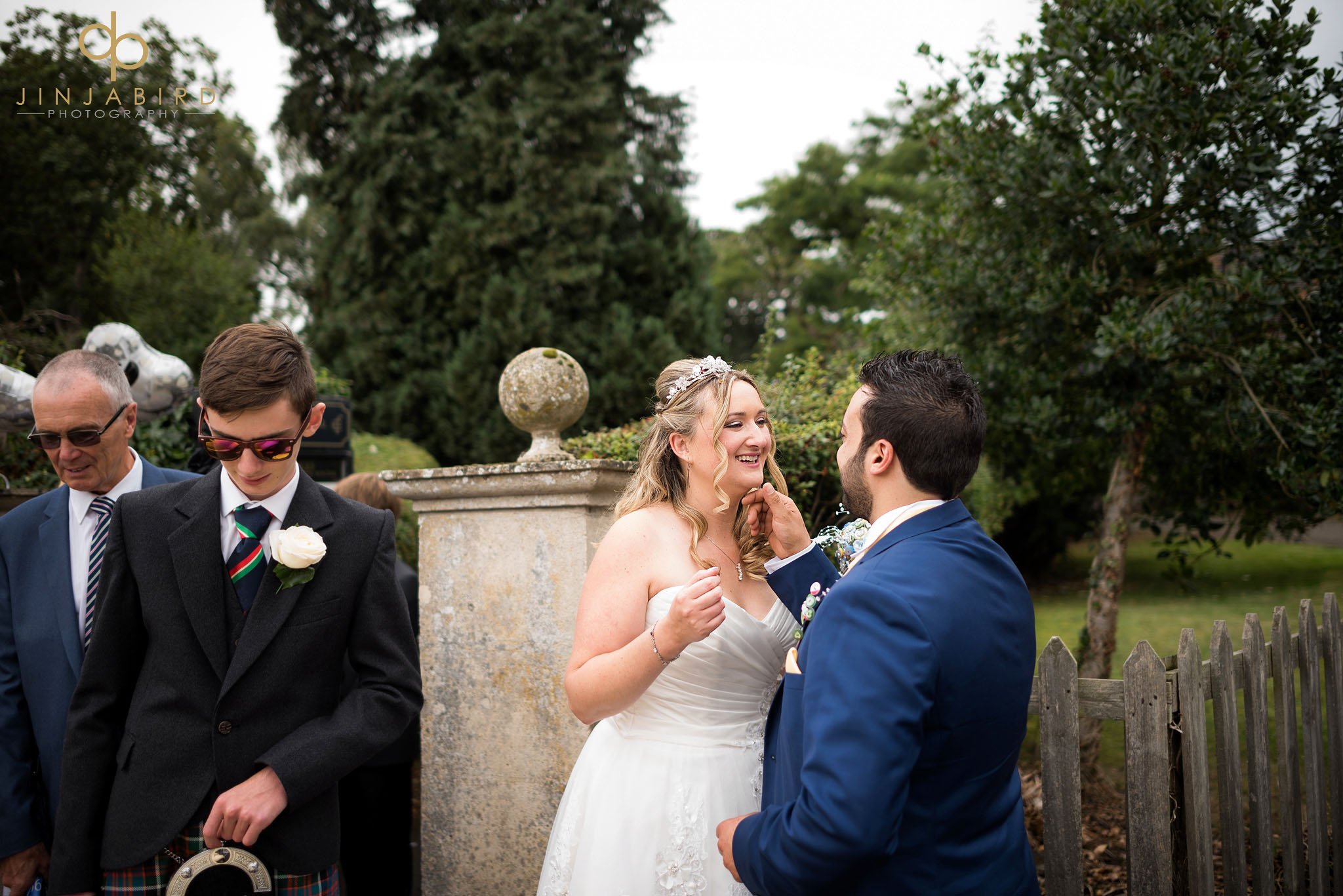 groom-loving-bride
