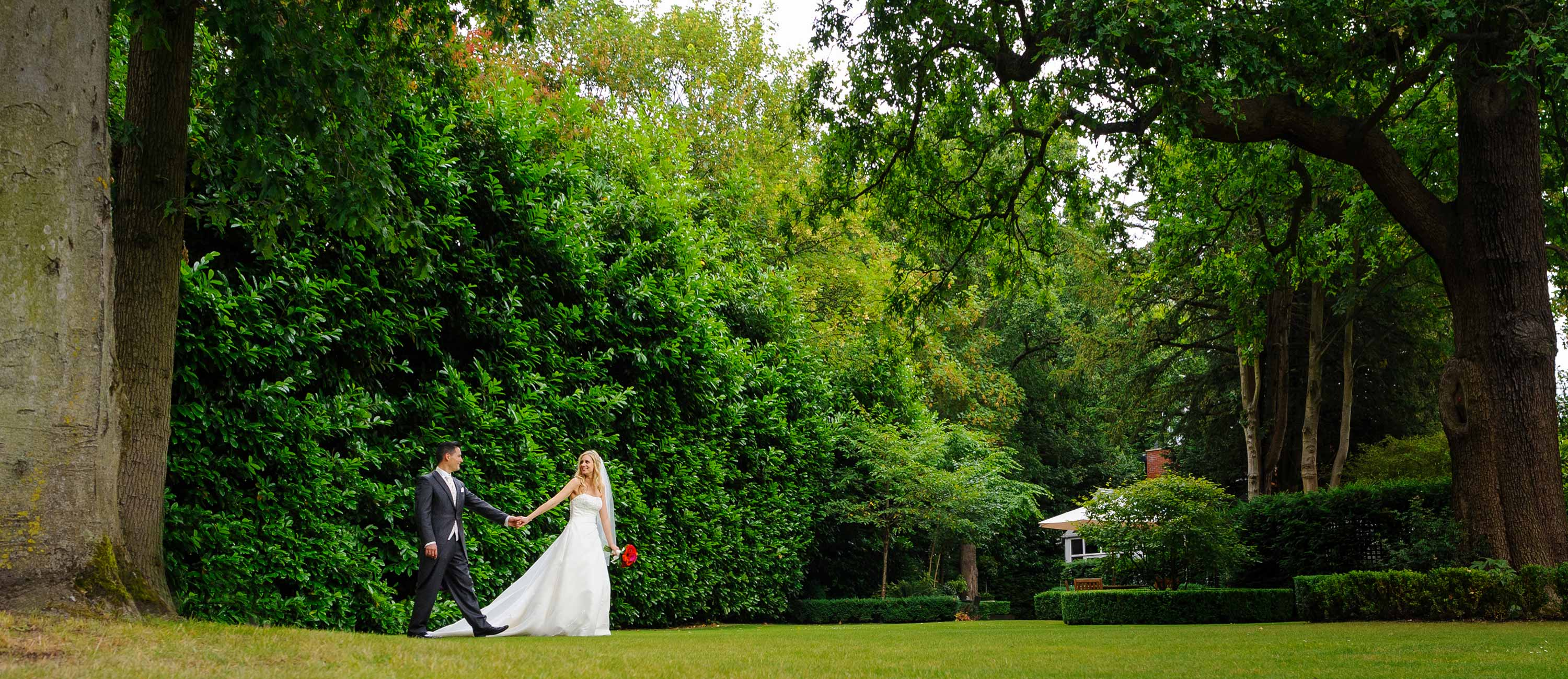 recommended wedding photographer bull inn gerrards cross