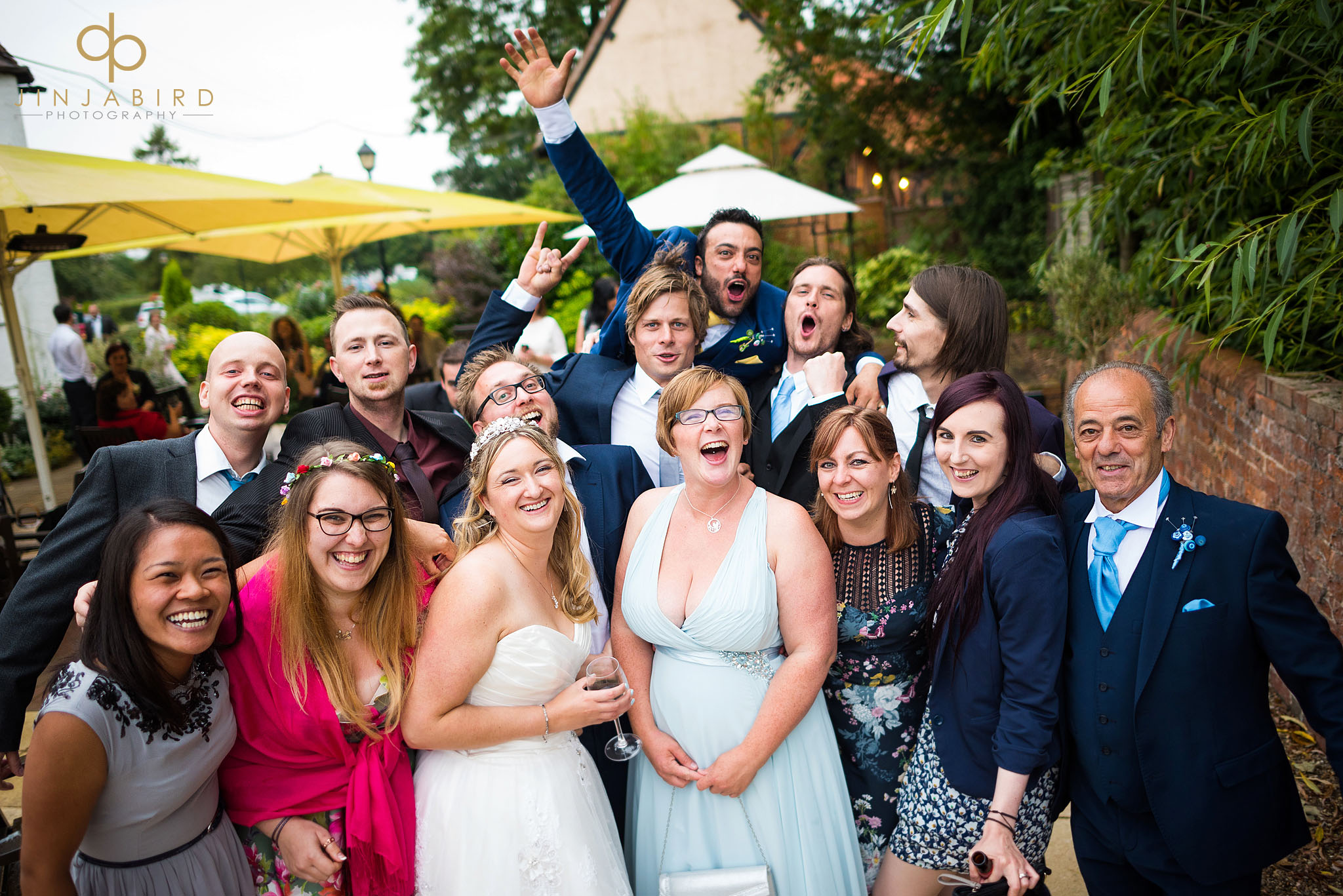 wedding-guests-group-photo