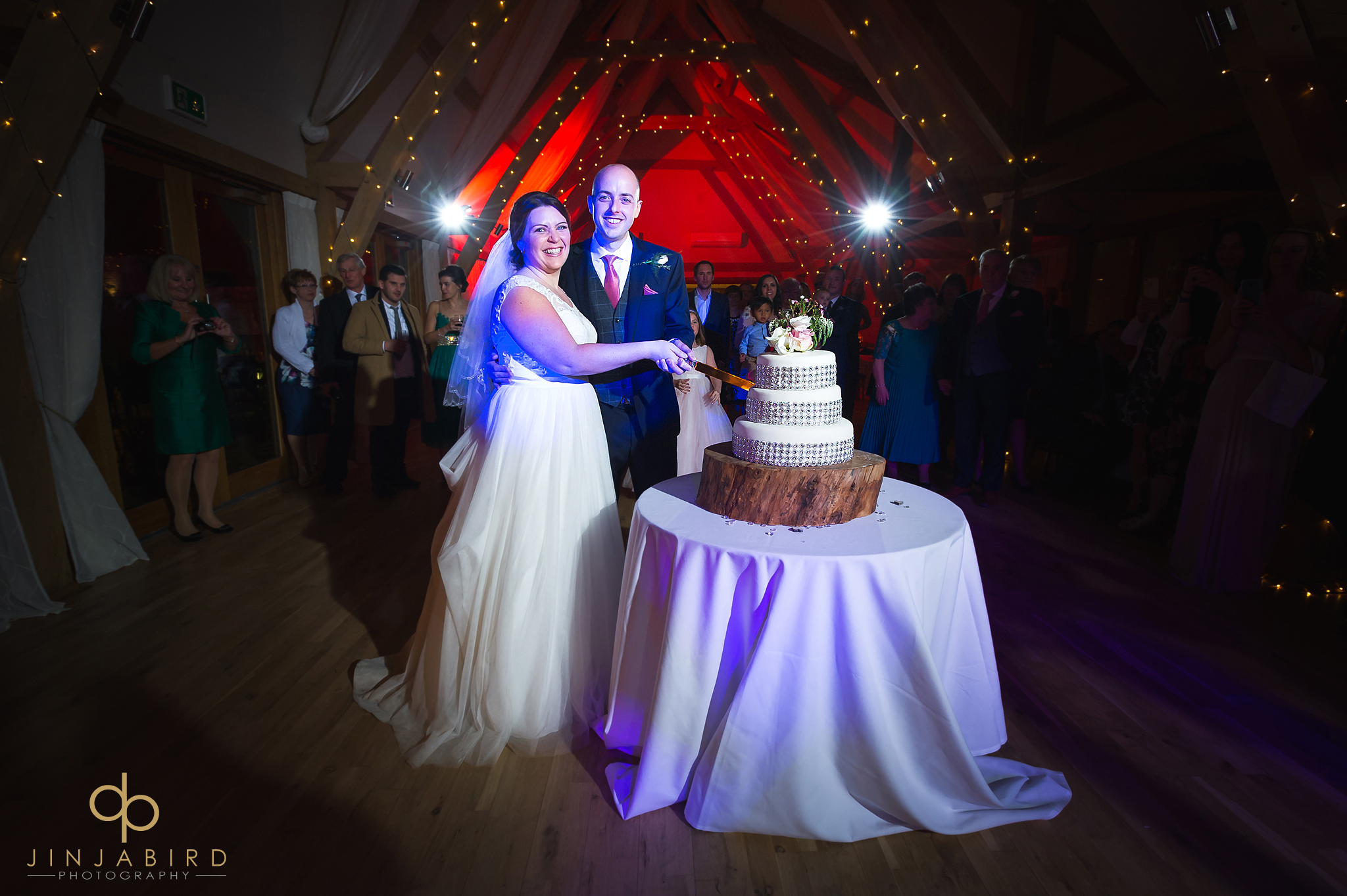 cutting-wedding-cake