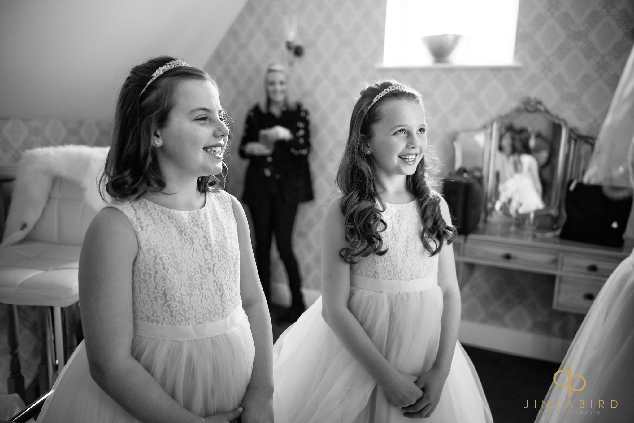 flowergirls-looking-at-bride