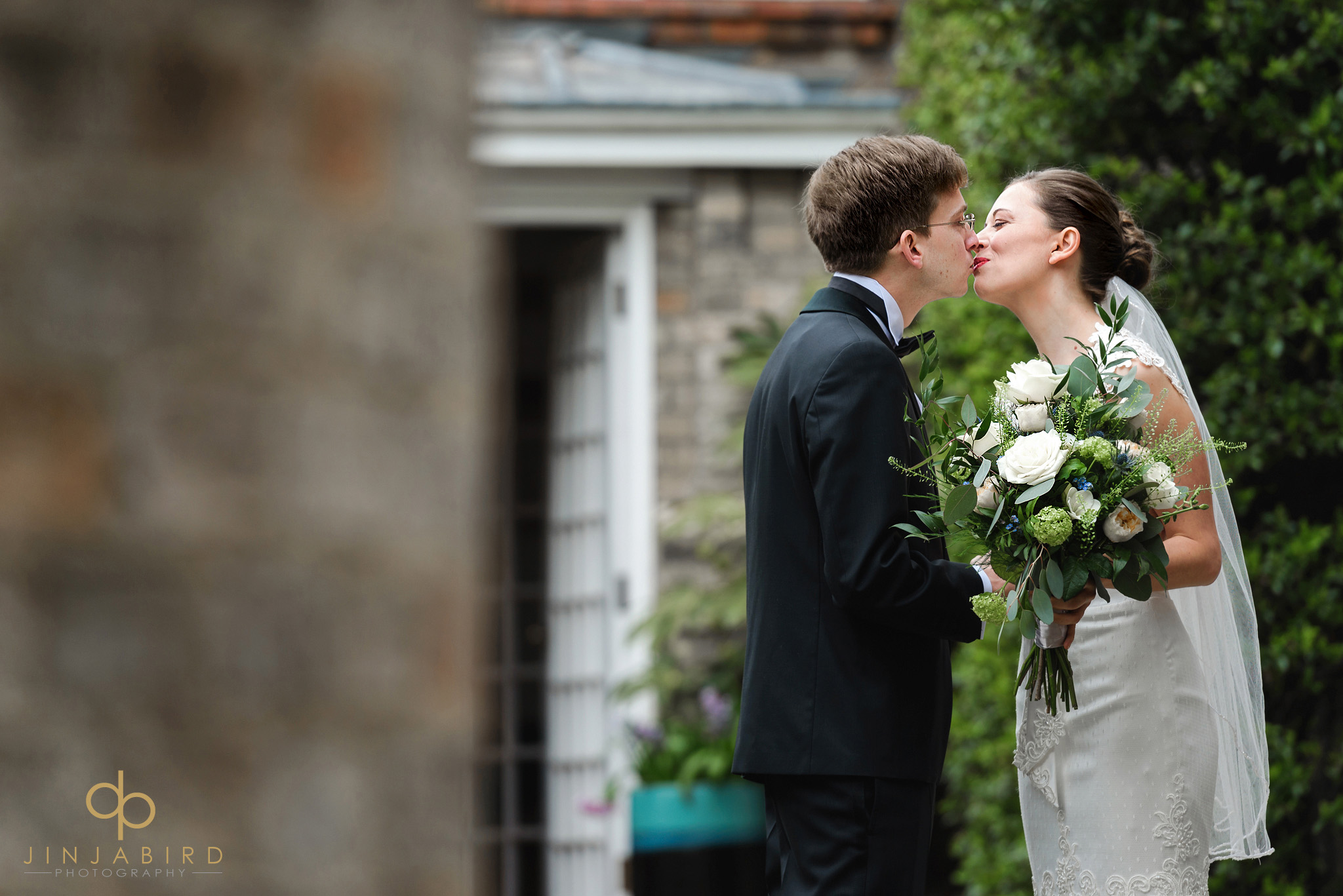bride and groom first look magdalene college cambridge