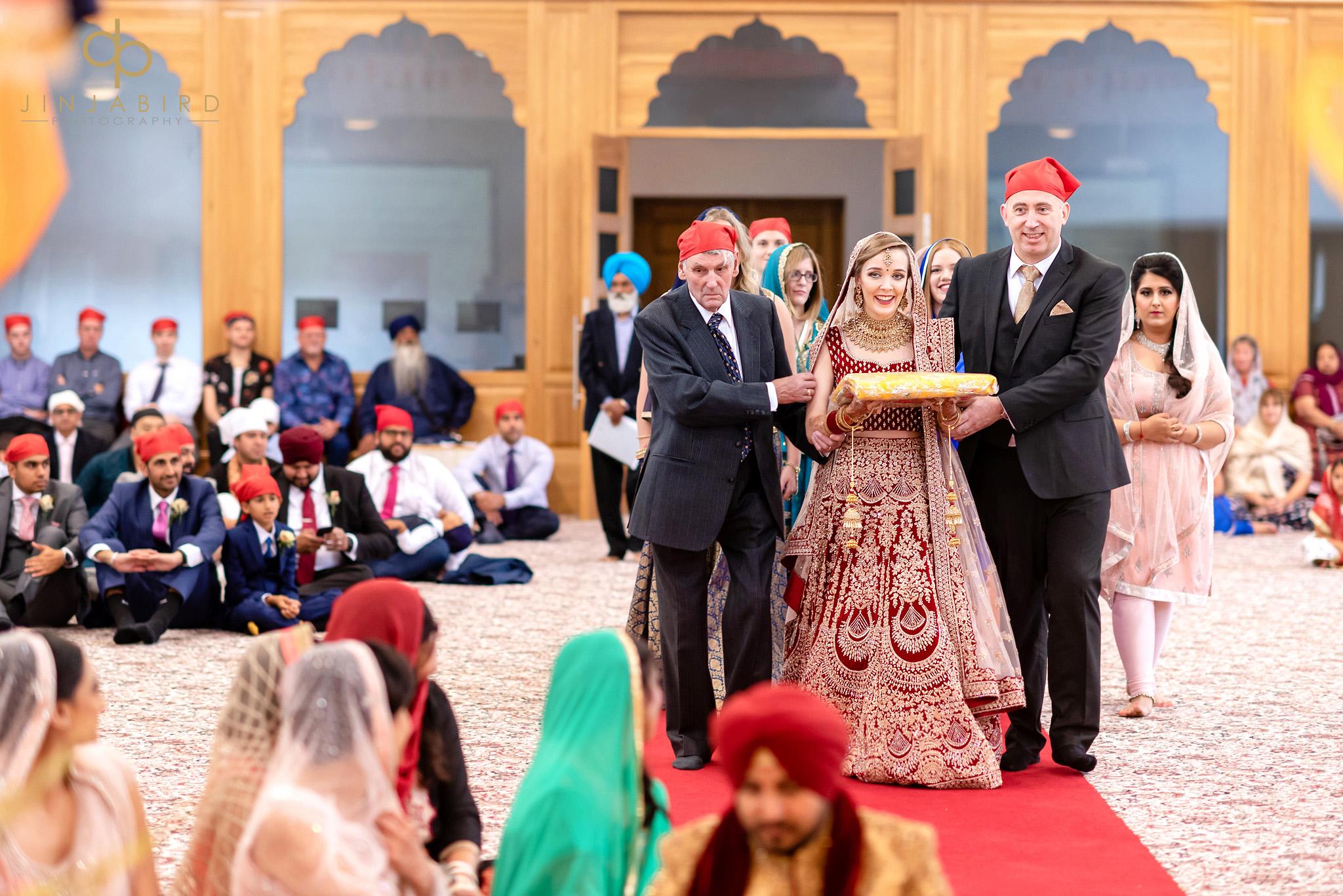 bride arriving bedford gurdwara