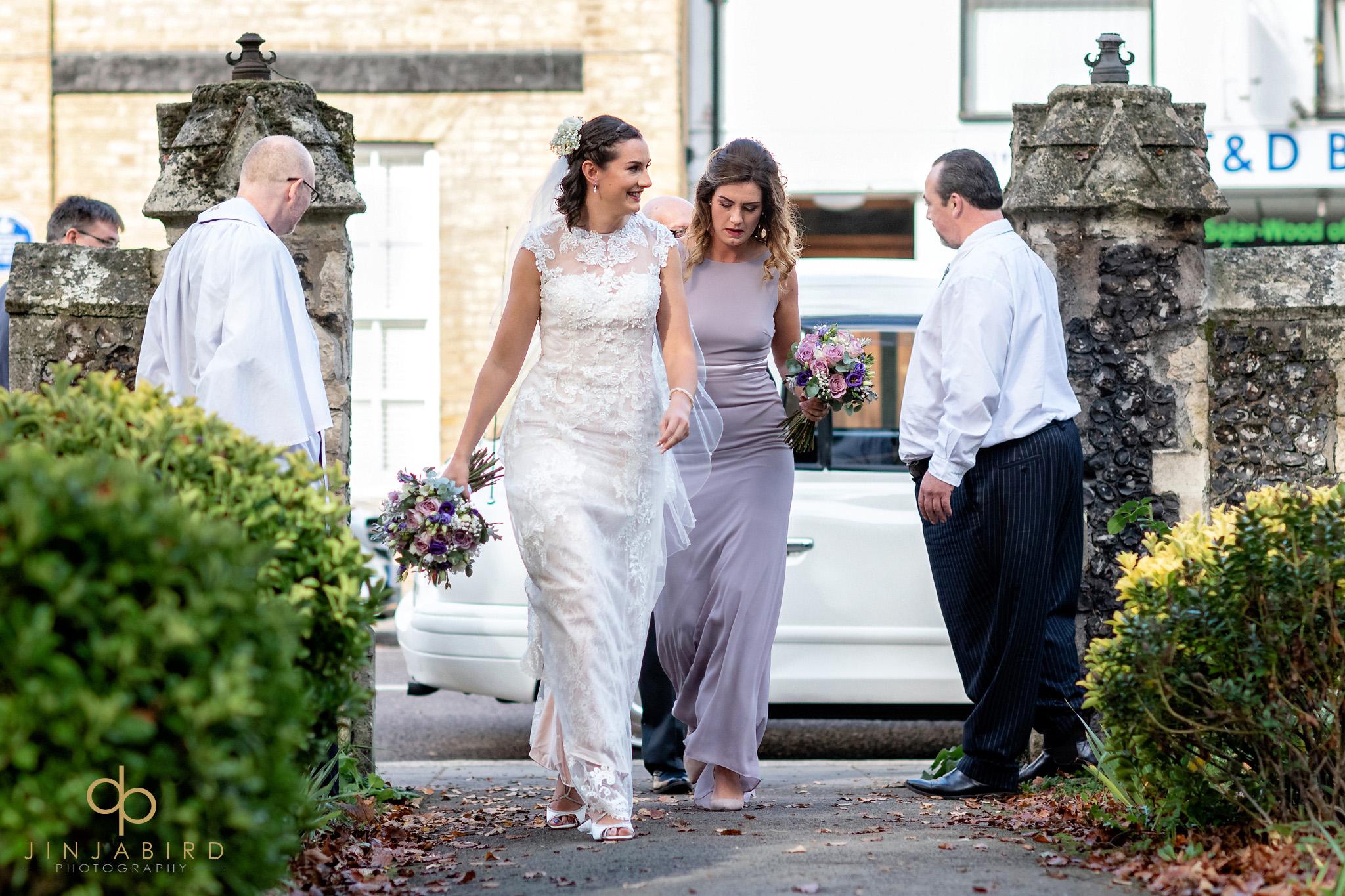 bride arriving st-andrews hertford