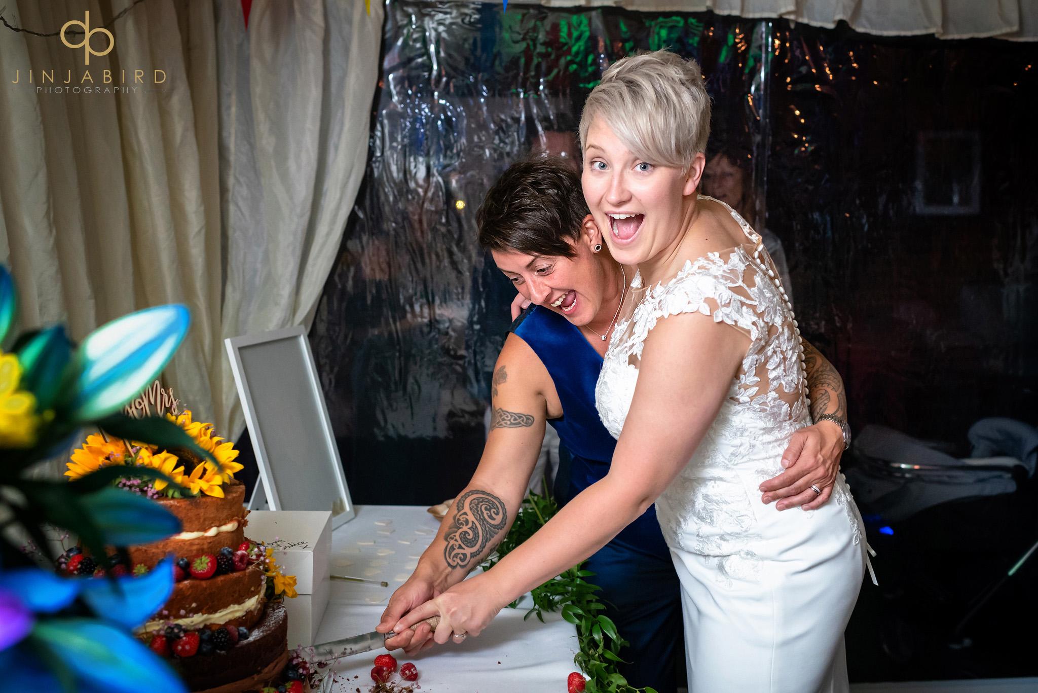 brides cutting cake