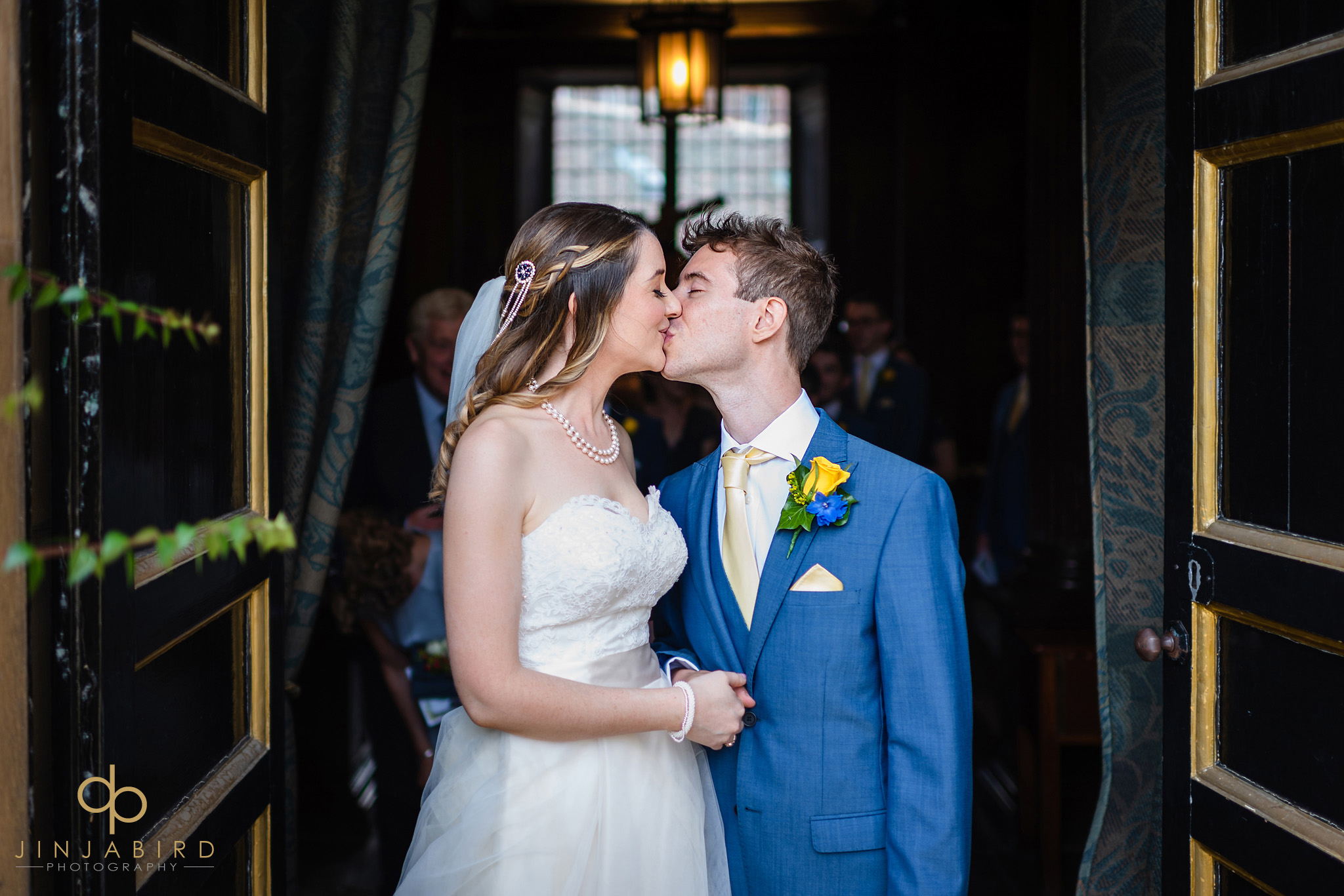 natural wedding photography christs college cambridge
