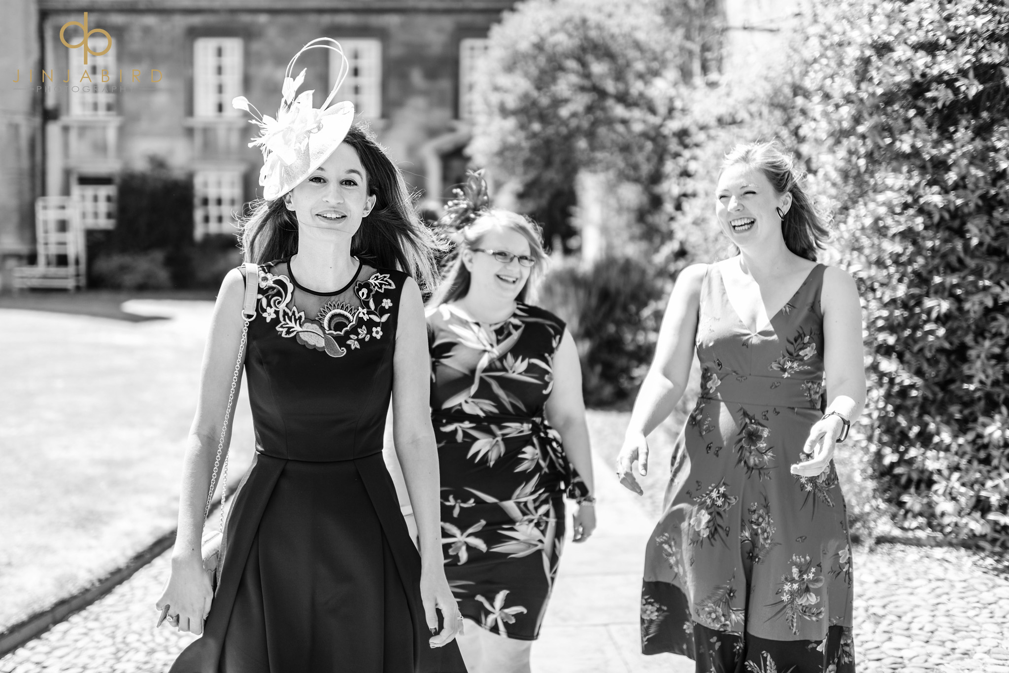 wedding guests arriving christs college cambridge
