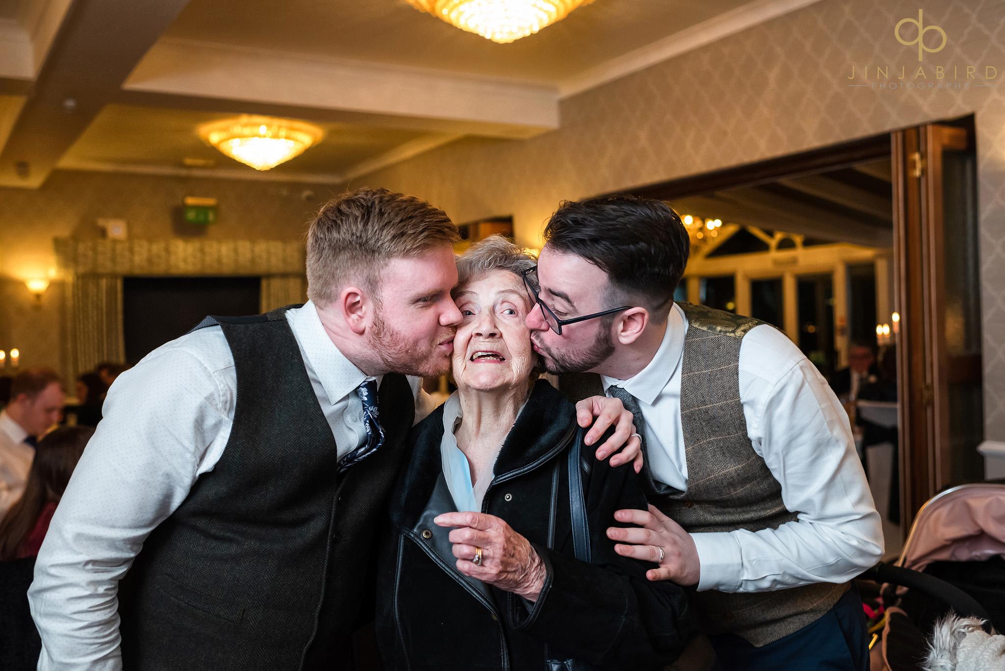 grooms kissing nan