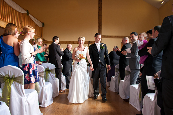 Oak Barn Studham Wedding Photography – Jess & Michael
